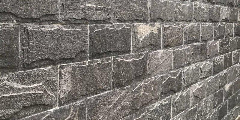 Đá slate xanh đen ốp tường ngoại thất 10x20cm - các tiêu chí chọn đá ốp tường cho phù hợp