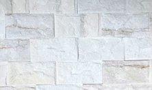 Đá tự nhiên bóc lồi màu trắng sữa ốp tường cho nhà hàng cao cấp tạo nên sự sang trọng và đẳng cấp