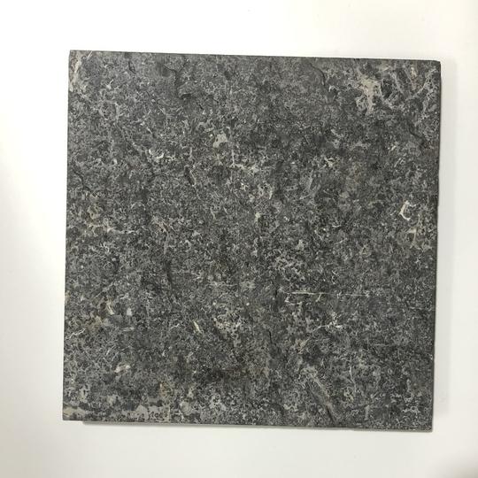 Đá tự nhiên lát nền khò mặt màu đen kt 30x30cm-VL197