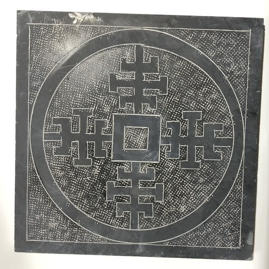 Đá tự nhiên lát nền băm mặt hình đồng tiền cổ màu đen kt 40x40cm